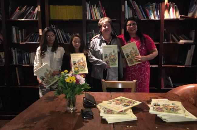 O Pirulito das Abelhas, o mais novo livro infantil de Isa Colli, já chegou ao Brasil.