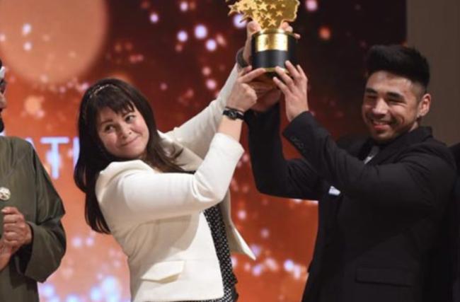 Maggie McDonnell vence prêmio de melhor professor do mundo